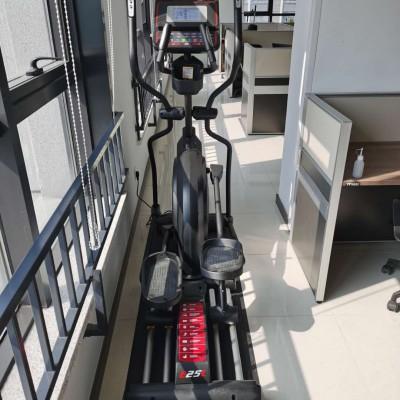 跑步机椭圆机健身单车划船器健身房器材